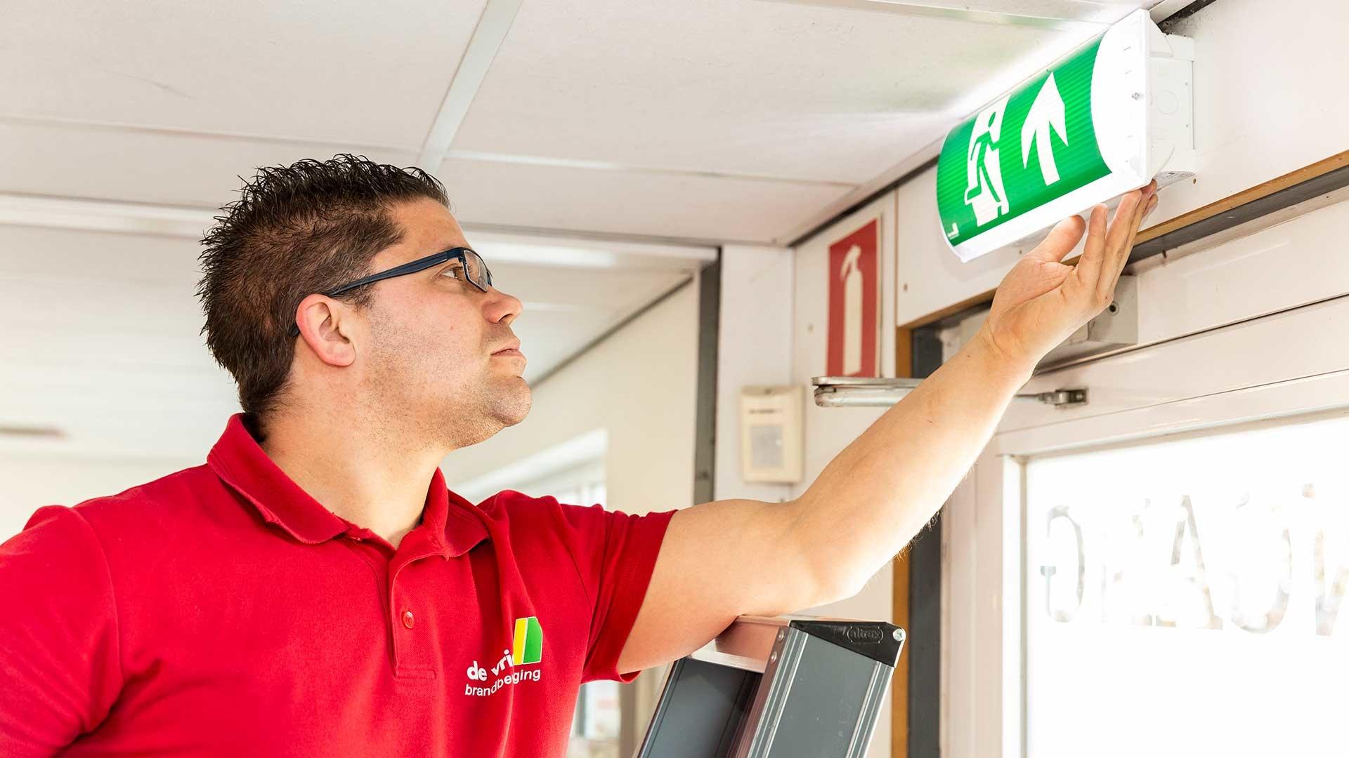 Noodverlichting monteur De Vries